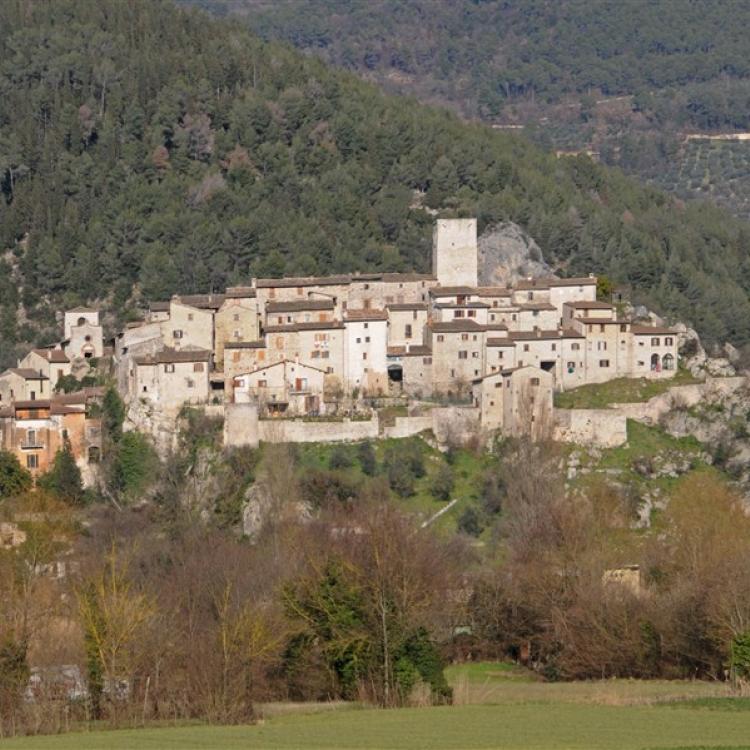 The village of Arrone