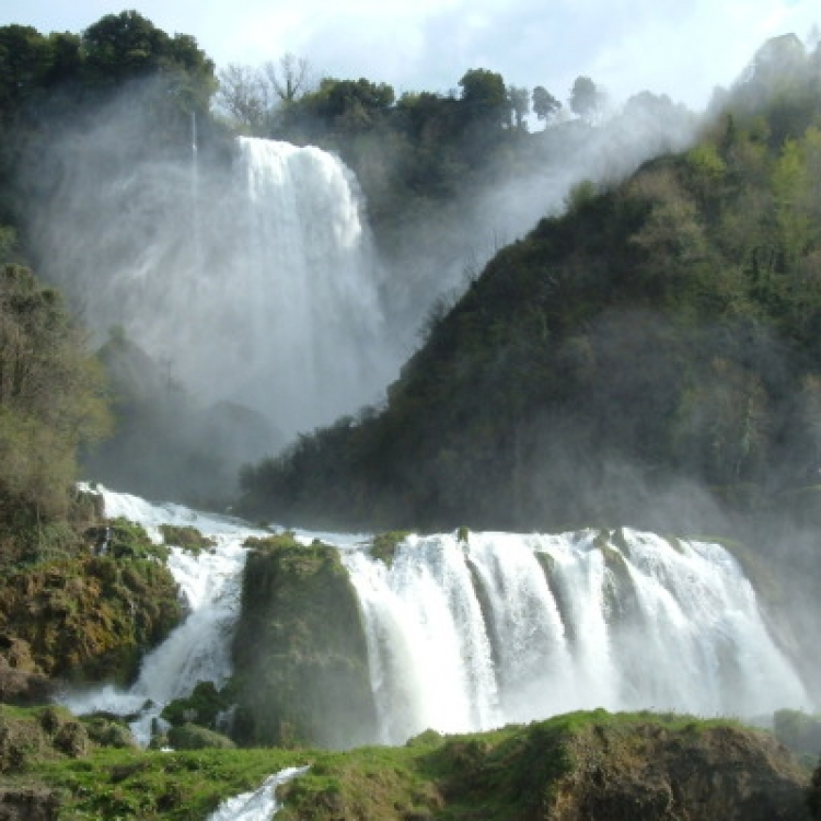 Shuttle bus service to  the Marmore Waterfall